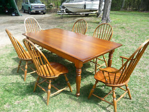 REDUCED PRICE- Excellent condition harvest dining table set!!