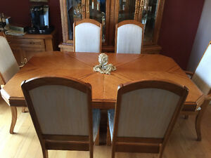 SOLID OAK DINING ROOM SET - 10 PC WITH SERVER