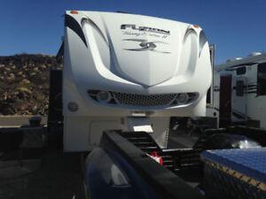 2010 Keystone Fuzion FZ 400 fifth wheel toy hauler