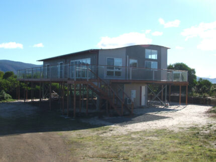 HOLIDAY ACCOMMODATION? SEYMOUR WAVES HOLIDAY HOME Lindisfarne Clarence Area Preview