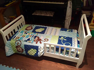 Wooden Toddler bed with mattress and bedding!