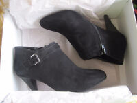 New Size 11w Booties