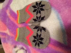 EUC Baby Gap knitted mittens