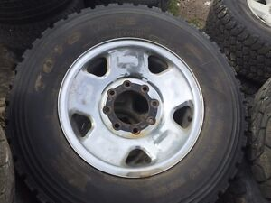 265/70R17 set of 4 on rims came off 06 F-250