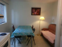students: large bedroom on 2nd floor weber st north/Universit