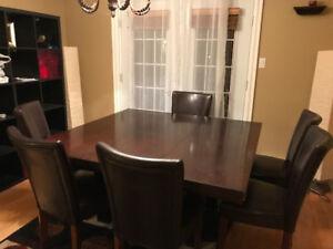 table de cuisine brune avec rallonge (6 personnes)