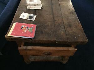 Antique wooden table from Paris / Table antique en bois de Paris West Island Greater Montréal image 3