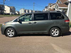 **REDUCED** 2011 Toyota Sienna CE Minivan 139,000km