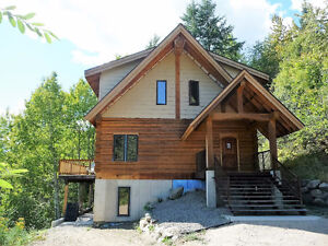 BEAUTIFUL TIMBER FRAME LOG HOME IN ROSSLAND
