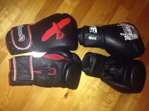 Paires de gants de boxe/muay thai