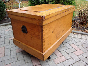 Pine blanket box, Trunk, hope chest, Antique trunk, coffee table