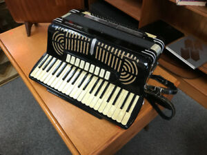 Vintage accordion made in ITALY  by Pongetti Alelelmo with case