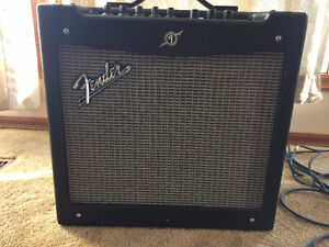 "Fender Mustang 2 (II) Amp 40W 12"" Like New"