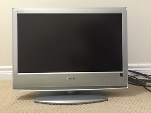Sony Bravia LCD color tv - 22inches