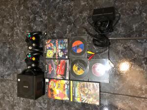 Gamecube Bleu + 2 manettes + 8 jeux très bon état