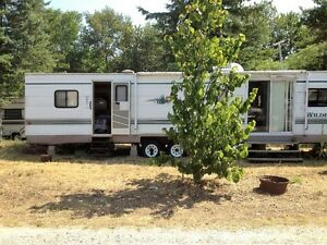 Fleetwood Widerness 40 Ft Camper Trailer ~~*****NEW PRICE***