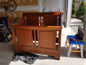 Baby Crib / Convertible to Sleigh bed