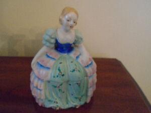 ancienne figurine en porcelaine qui s ouvre en 2 parties