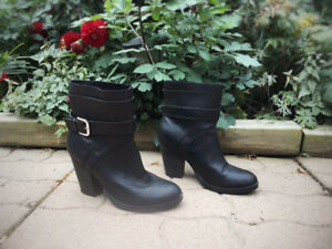 Black Ankle Booties Size 8 | Just Fab