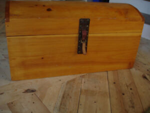 Hope chest (solid wood)