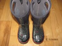 Boys Lined Bogs Winter Boots - Size 11