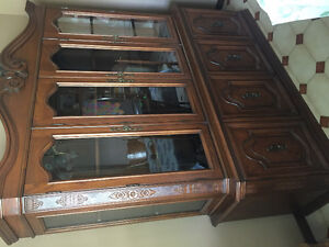 Dining table, 6 chairs and hutch