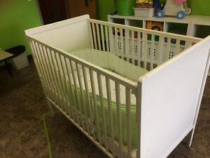 Crib and changing table London Ontario image 2