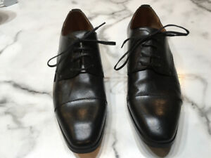 Nearly new sz 10 Black men's dress shoes for sale (Worn once)