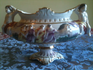 BEAUTIFUL CAPODIMONTE VASE