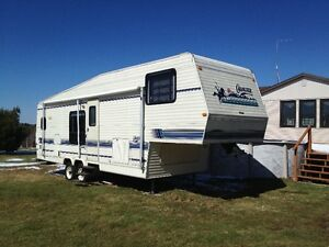 30' Citation 5th wheel trailer w/ 8' slide out.