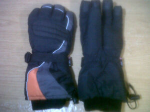 Brand-New WINTER GLOVES: very thick/warm, grippy palm/fingertips