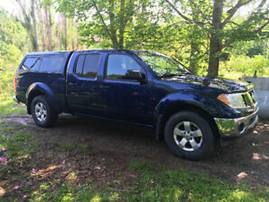 REDUCED! 2011 Nissan Frontier SV Pickup with cap and tonneau.
