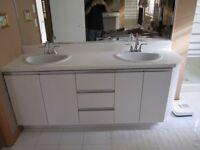 2 lavabos et robinets pratiquement neufs
