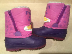 """Toddler """"Winnie The Pooh"""" Winter Boots Size 8 London Ontario image 5"""