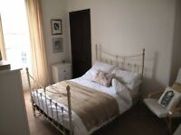 Large double room to let in prime city centre location