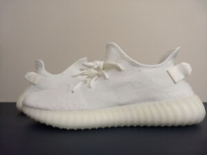 MENS YEEZY BOOST 350 V2 CREAM TRIPLE WHITE SIZE 10.5  (BOXED)