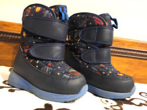 Boys size 7M COUGAR winter boots. Waterproof. WARM. Space theme!