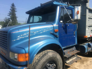 INTERNATIONAL DUMP TRUCK TANDEM CAMION 10 ROUES 4900 series NEG