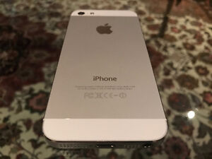 iPhone 5. FACTORY UNLOCKED. Mint condition. Includes Tech21 Case Stratford Kitchener Area image 2