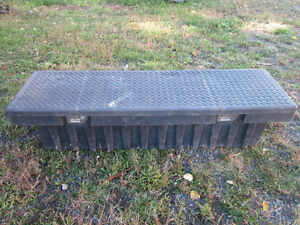 """TRUCK TOOL BOX 71""""X21""""X16"""" Approx. COFFRE OUTIL CAMION PICK UP"""