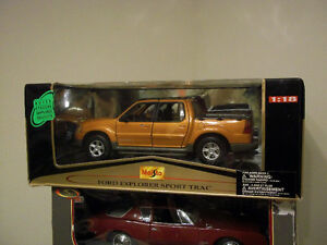 FORD EXPLORER SPORT TRAC 1:18 SCALE DIECAST