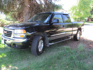 2004 GMC Sierra 1500 SLT Z71 Off Road Pickup Truck