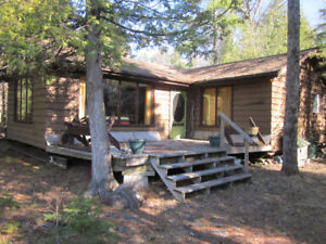 JACK'S LAKE, Apsley Ontario--3 BR with modern facilities