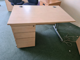 Office desks with under desk drawers Multiple available Available i
