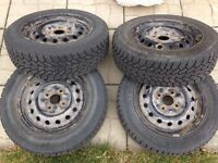 4 pneus Goodyear avec jantes 195/60R15