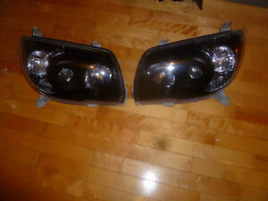Lumieres en avant / Headlights TRD for toyota 4runner 03 to 09.