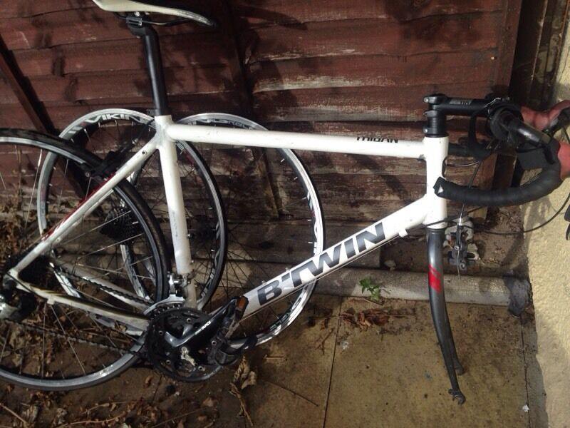 Racer 39 road bike 39 b twin triban 300 in radford for Triban 300