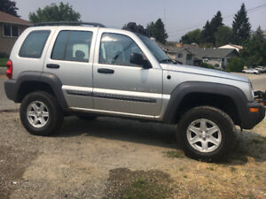 2003 lifted jeep price reduced (kelowna)