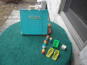 Vintage Fisher Price Little People (Play Family A Frame)