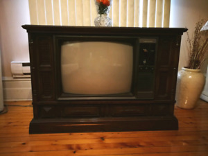 RETRO TELEVISION SET by Electrohome